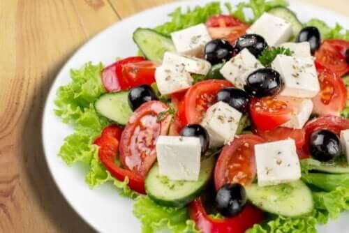 Fetajuusto on erinomainen ainesosa salaattiin