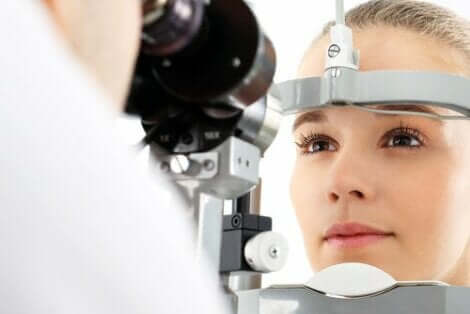 Silmässä ilmenevät muutokset kannattaa tutkituttaa silmälääkärillä