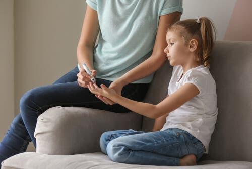 Diabetes vaikuttaa sekä aikuisten että lasten mielenterveyteen monin eri tavoin.