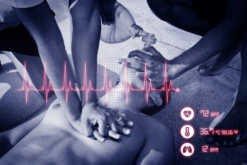 Ensiavun eli painelu-puhalluselvytyksen (PPE) tarkoitus on ylläpitää hapen virtausta kehon kudoksiin, kunnes sydän voidaan elvyttää.