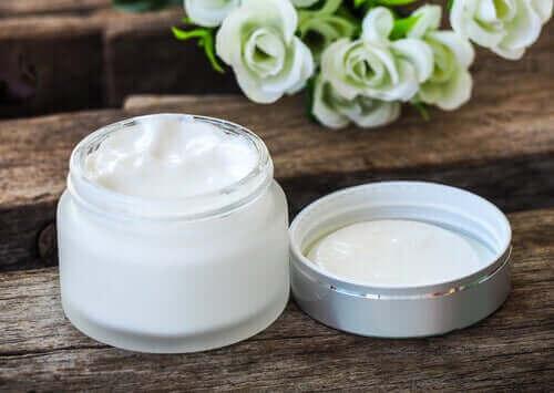 Lesitiiniä käytetään kosmetiikkateollisuudessa.