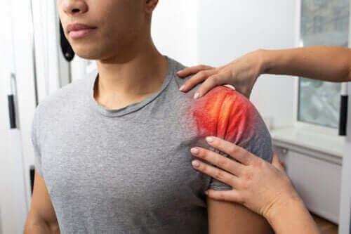 Olkapään jännetulehdus: oireet, aiheuttajat ja hoito