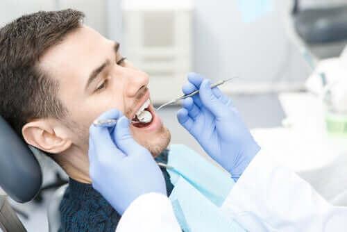 Reikiä hampaisiin aiheuttavat bakteerit
