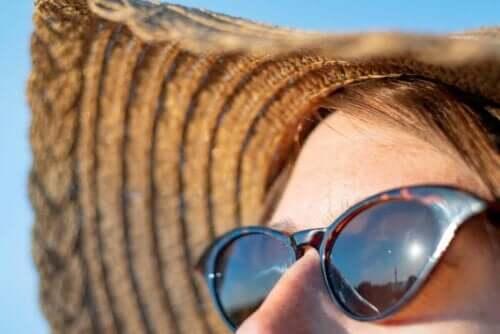 Auringon säteilyn aiheuttamat haitat iholle ja silmille.