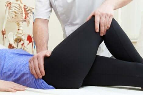 Fysioterapeutti voi neuvoa hyviä harjoituksia lonkan bursiitin lievitykseen