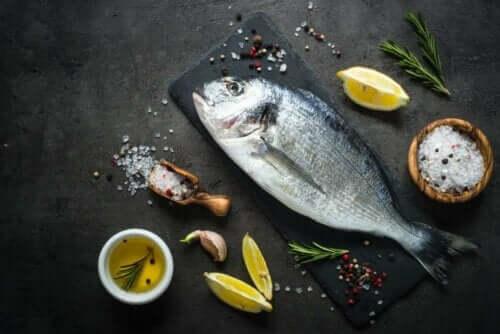 Raskaana olevien naisten tulisi välttää suuria kaloja, joissa on paljon elohopeaa