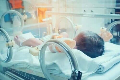 Verenmyrkytys on vauvoilla ja lapsilla, kuten kaikilla muillakin, kiireellistä hoitoa vaativa hätätilanne