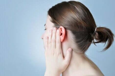 Vagushermon stimulointi korvan kautta auttaa esimerkiksi lievittämään kipua