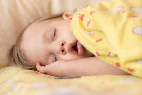 Vauvan uniapnea: oireet ja hoito