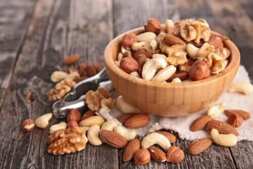 Linolihappoa on muun muassa pähkinöissä
