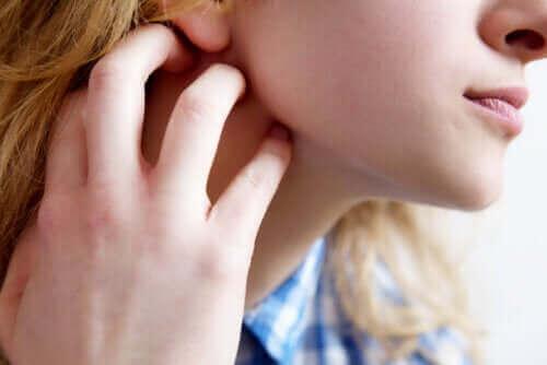 Kutiseva iho eli pruritus: oireet, syyt ja suositukset
