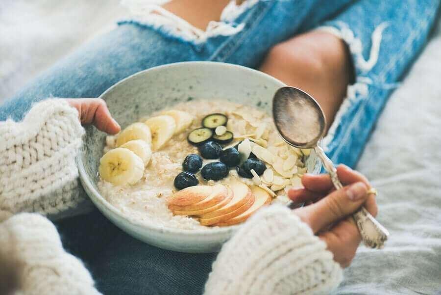 Syö kauraa aamiaiseksi vaikkapa puuron muodossa.