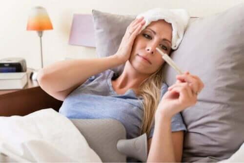 Meningokokkisepsis voi alkaa päänsäryllä.