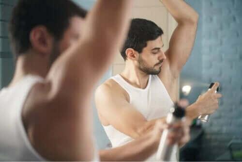Kehon epämiellyttävät hajut voidaan saada kuriin antiperspiranteilla.