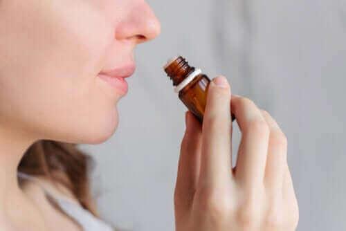 Lievittääkö aromaterapia kuukautiskipua?
