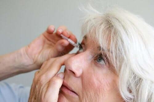 Uveiittia voidaan hoitaa silmätipoilla