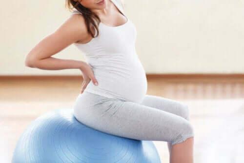 Raskausajan dysmenorrea voi lievittyä joillakin harjoituksilla