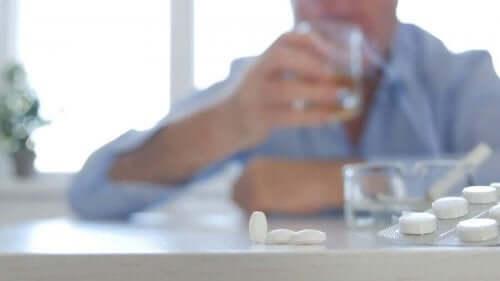 Maksa-aineenvaihdunta: antibiootit ja alkoholi