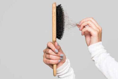 Vinkkejä hiusharjan puhdistukseen