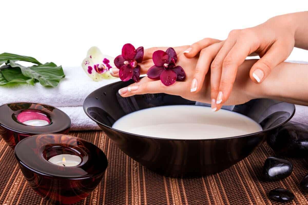 Piimänaamiot sopivat myös käsien ihon hoitoon.