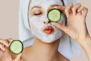 Kuinka kasvonaamiot vaikuttavat iholla?