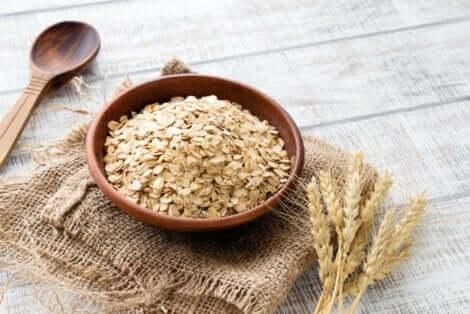 Helppo kanelikeksiresepti muuntuu terveellisemmäksi versioksi korvaamalla valkoiset vehnäjauhot kauralla