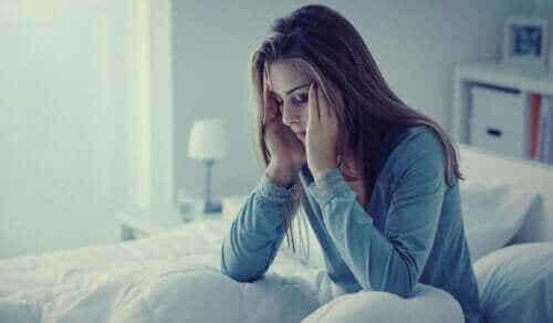 Yöahdistus: oireet, aiheuttajat ja hoito