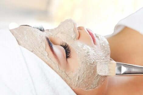 Se, kuinka kasvonaamiot vaikuttavat iholla, riippuu niiden sisältämistä ainesosista