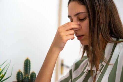 Nenän väliseinän puhkeaminen: syyt, oireet ja hoito