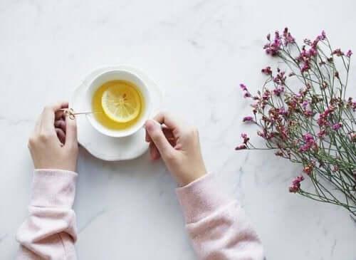 Sitruunasta voi valmistaa teetä