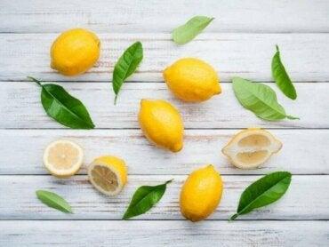 Sitruunan terveysominaisuudet ja luontaishoitoja