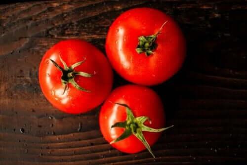 Punaisten hedelmien ja vihannesten ravintoarvo hyödyttää terveyttä monin tavoin