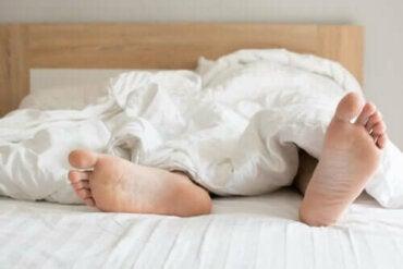 Yöllinen siemensyöksy: mikä se on ja mistä se johtuu
