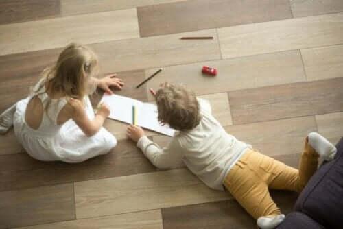 Lapset voivat helposti naarmuttaa kovapuulattiaa