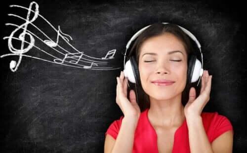 Musiikin kuuleminen korvissa on yksi tinnituksen muoto