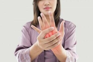 Nivelreuman aiheuttaman kivun hoito lääkekasveilla