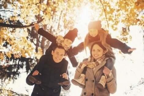 Syksyllä voi harrasta monenlaisia ulkoilma-aktiviteetteja yhdessä perheen kanssa