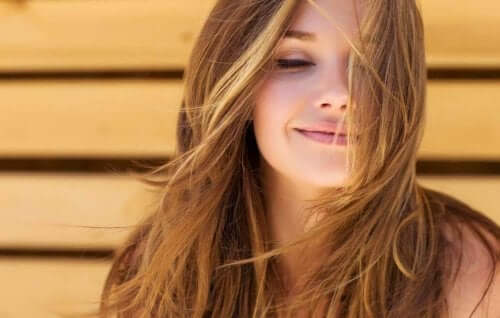 Biotiinipitoiset ruoka-aineet parantavat hiusten kuntoa