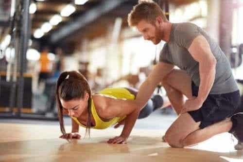 Erot valmentajan ja urheilupsykologin välillä