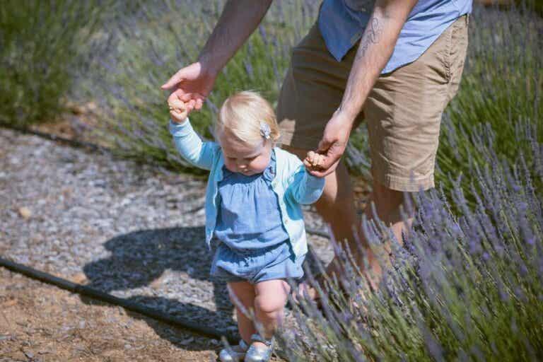 10 harjoitusta, joiden avulla lapsi oppii kävelemään