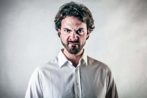 Raivokohtaukset ovat kyvyttömyyttä hallita vihantunnetta