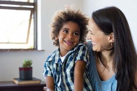 Omista kokemuksista kertominen voi lievittää ahdistusta lapsilla
