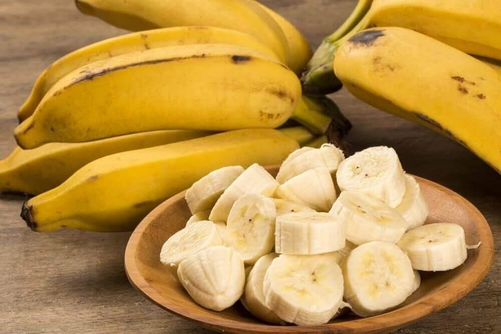 Jos kärsit vatsahaavasta, kannattaa ruokavalioon sisällyttää banaania.