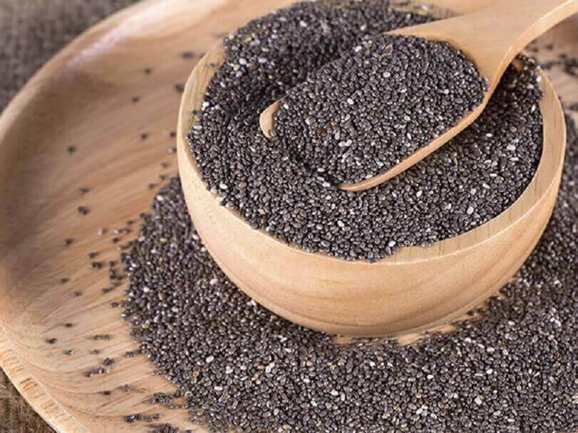 5 siementä, jotka kannattaa sisällyttää painonpudotusta edistävään ruokavalioon - chia-siemenet.