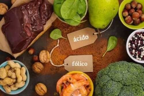 Pähkinät, vihannekset ja palkokasvit ovat sellaisia ruokia, joissa on runsaasti folaattia