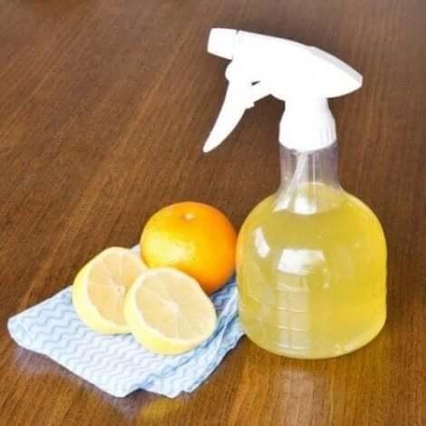 Hedelmien kuorista ja etikasta voi valmistaa ekologisia puhdistusaineita