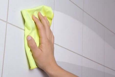 Kodin siivouksessa voi käyttää itsetehtyjä ekologisia puhdistusaineita
