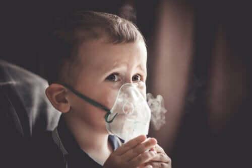 Lapset, joilla on sekä kystinen fibroosi että keuhkosydänsairaus, saattavat tarvita lisähappea jo varhaisessa vaiheessa