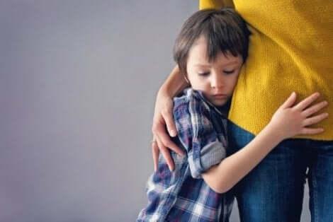 Lapsi voi kärsiä eroahdistuksesta