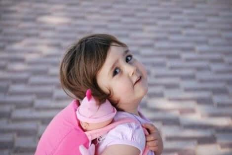 Pelkojen kohtaaminen on keino lievittää ahdistusta lapsilla